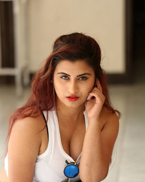 Independent Kolkata Call Girls Phone Number | Kolkata Escorts Service  – posted by Jenny Gupta at aMuseCandy